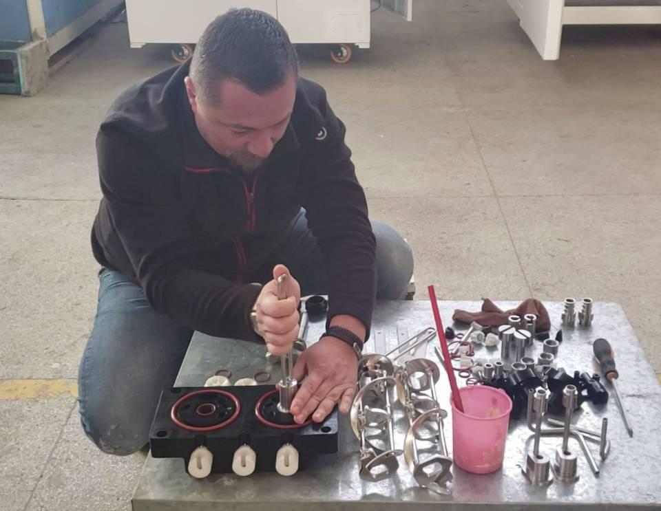 Romanian clinet install air pump by himself.jpg